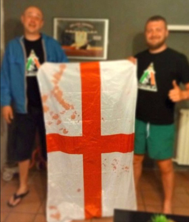 Россияне на Евро-2016 продают окровавленные флаги британских болельщиков: опубликованы фото (1)