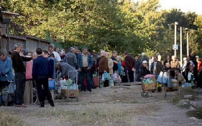 За дорогі сигарети переламали руки - розповідь очевидця про захоплений бойовиками Луганськ