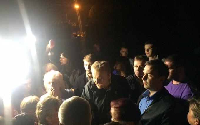 Меру Львова привезли баки зі сміттям: опубліковані фото і відео