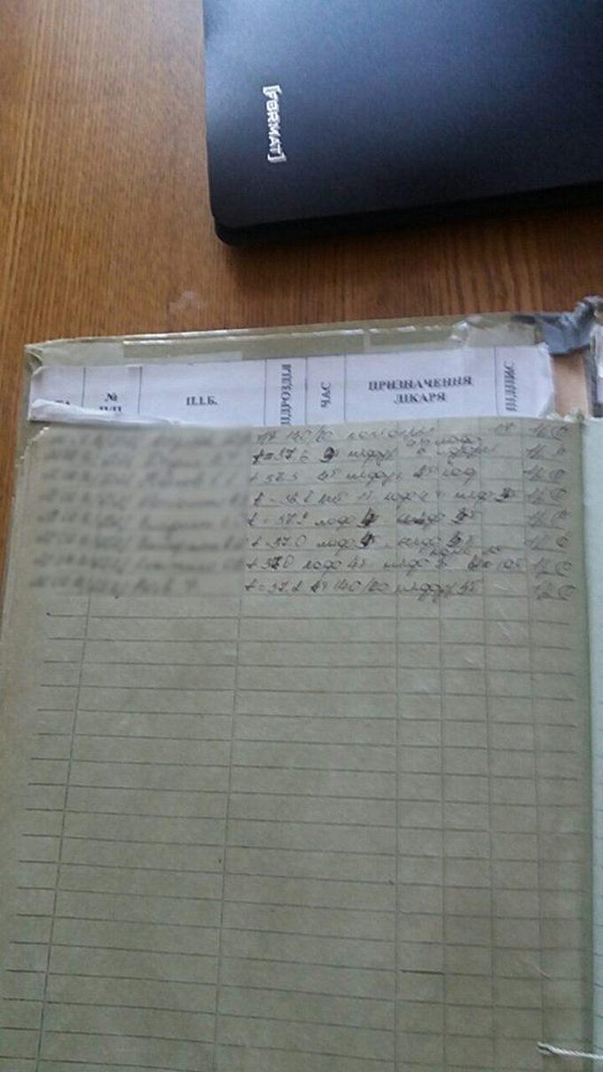 Радник Порошенка показав тарганів у солдатській їжі: опубліковані фото (1)