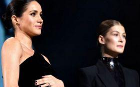 Снова нарушила королевский протокол: беременную Меган Маркл обвинили в вульгарности
