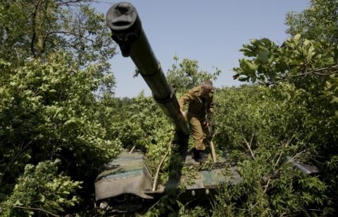 ІС: бойовики ЛНР імітують відведення техніки, маскуючи її і залишаючи в лісосмугах (1)