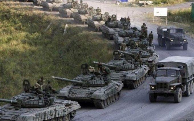 Які війська Росія стягнула до кордону України: розвідка порахувала танки, літаки і ракети