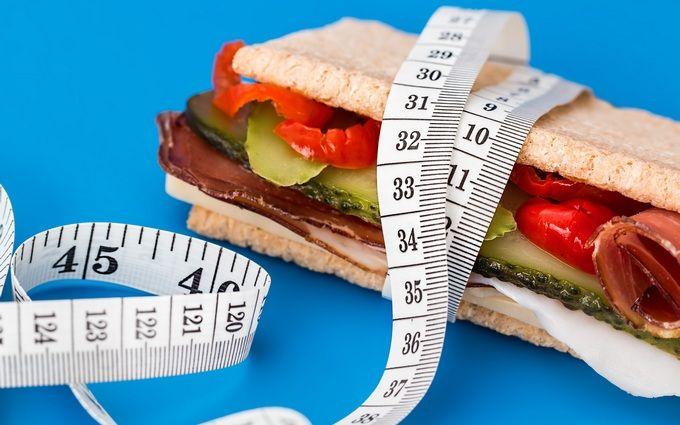 Навіть яблучний пиріг - названі корисні при схудненні солодощі