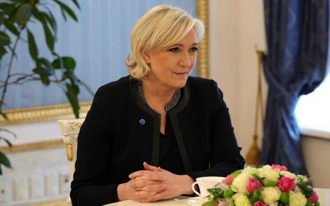 Скандальная Ле Пен проиграла иск в Суде ЕС: ее обязали выплатить астрономическую сумму