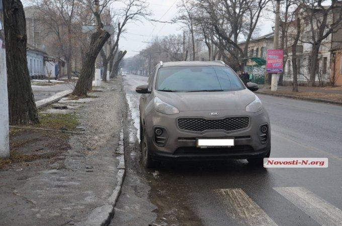 В Николаеве крупный полицейский чин разъезжал пьяным: опубликованы фото и видео (3)
