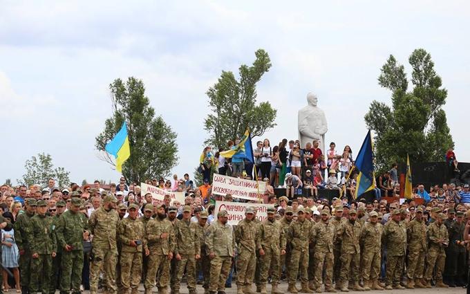 Маріуполь відзначає річницю звільнення від бойовиків: опубліковані фото