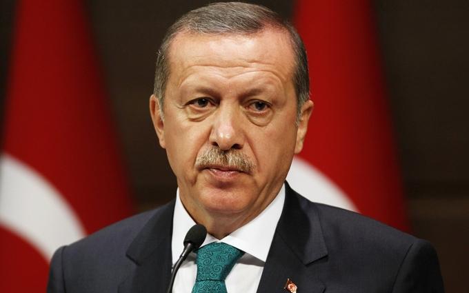 Ердоган розплакався, прощаючись із загиблим другом: з'явилося відео