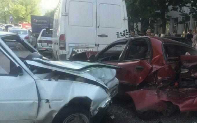 У Києві п'яний водій розбив чотири машини: з'явилися фото