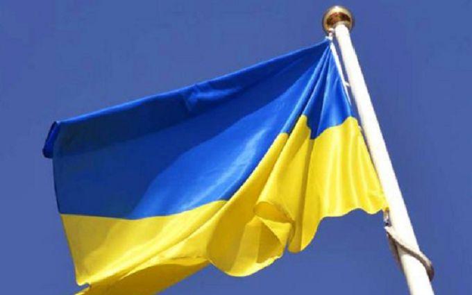 В окупованому Донецьку вивісили український прапор - окупанти бояться його зняти