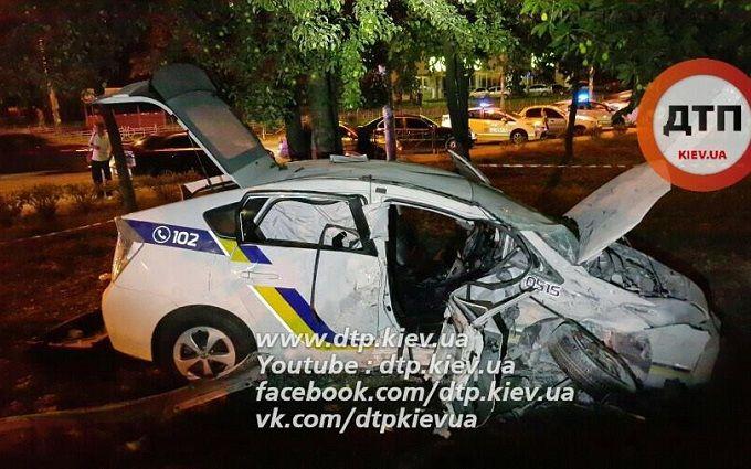 У Києві патрульні потрапили в серйозну ДТП: опубліковані фото та відео