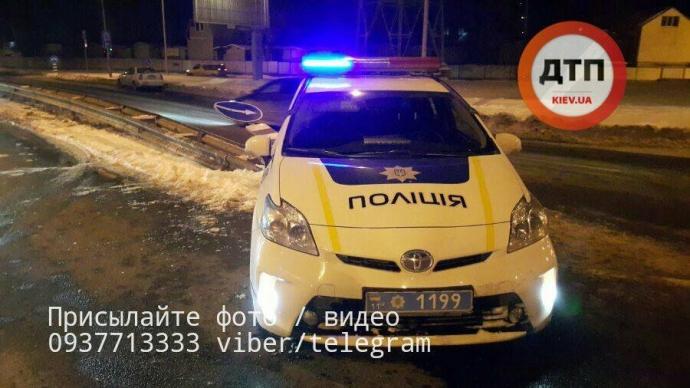 В Киеве полицейские попали в ДТП: появились фото (1)