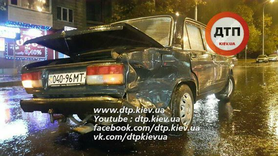 У Києві масштабна аварія, водій збив пішоходів: з'явилися фото (1)