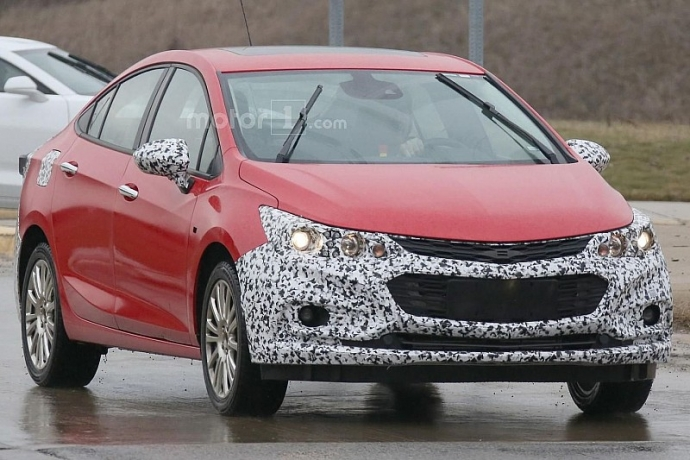 Компания Chevrolet вывела на тесты гибридный Cruze (5 фото)