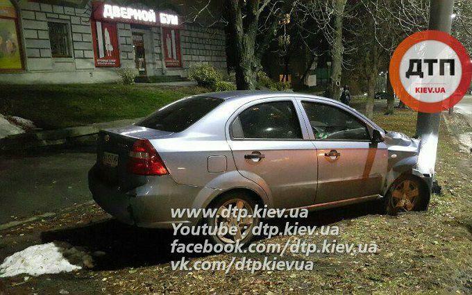 В Киеве произошло курьезное ДТП: опубликованы фото и видео