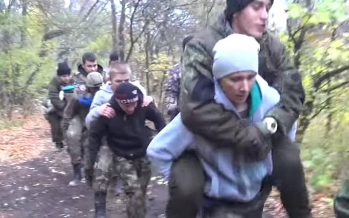 Опубликовано видео, как боевики ДНР готовят девушек для участия в войне