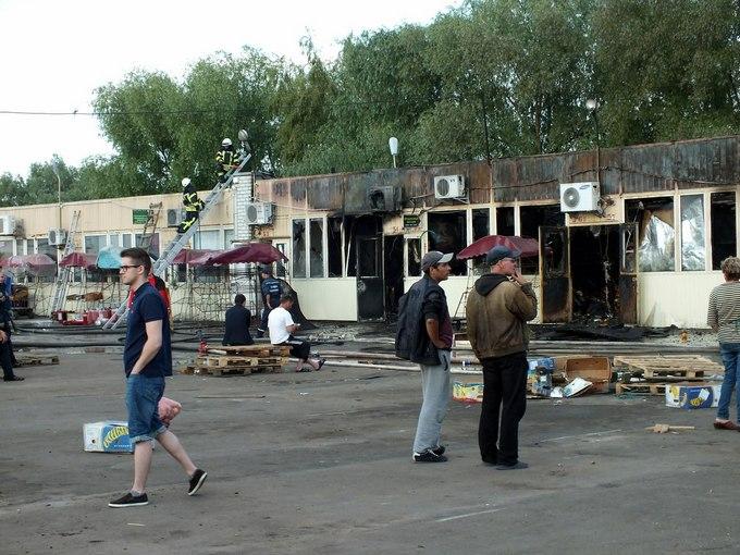 У Києві загорівся великий ринок: з'явилися фото і відео (2)