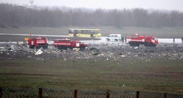 В сети поражены тем, как уничтожают следы авиакатастрофы в Ростове: опубликовано фото (1)