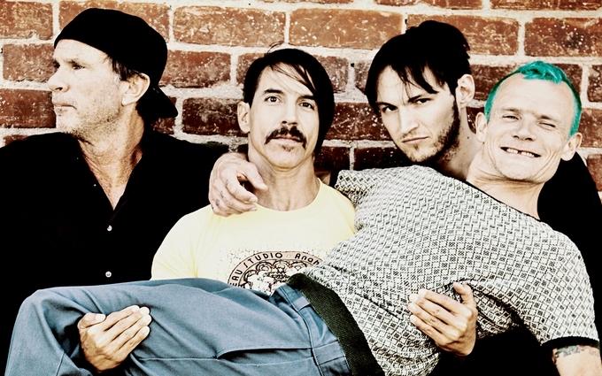 Учасники Red Hot Chili Peppers прогулялися Києвом: опубліковані фото