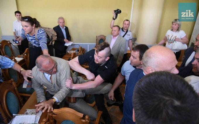 У Львові сесія міськради переросла в бійку: опубліковані фото і відео