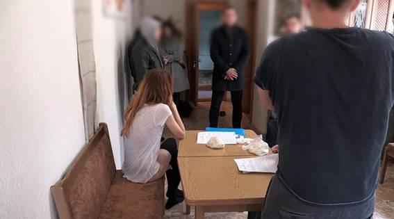 В Киеве раскрыли порностудию с 15 девушками: опубликованы видео и фото (1)