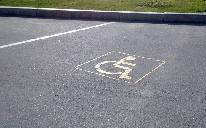Президент підвищив штрафи запаркування на місцях для інвалідів