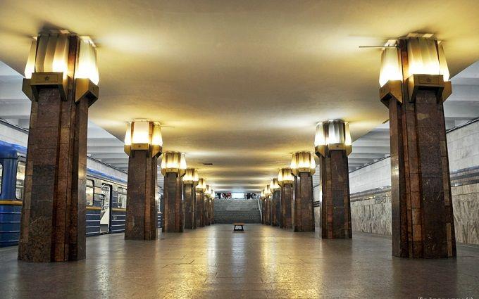 На багатостраждальній станції Київського метро знайшли нову тріщину: з'явилося відео