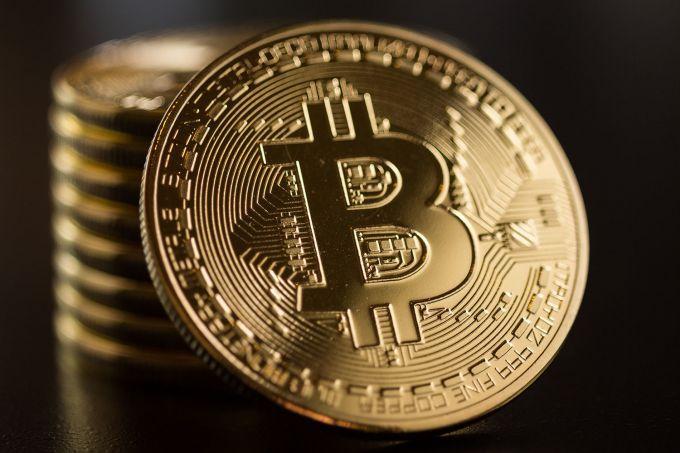 Курс биткоина упал до7,1 тыс. долларов