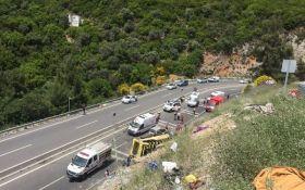 Аварія з туристичним автобусом в Туреччині: кількість жертв зросла