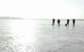 В Киеве спасли полсотни рыбаков-экстремалов: появились фото и видео