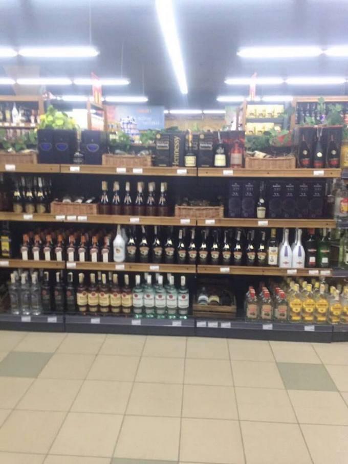 У бойовиків ЛНР відкрився супермаркет європейської мережі: з'явилися фото (1)
