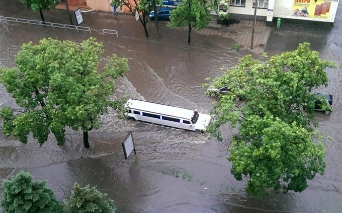 Харків затопило, машини плавали вулицями: опубліковані фото і відео