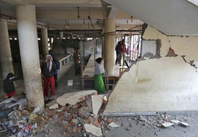 Растет число жертв мощного землетрясения в Индии