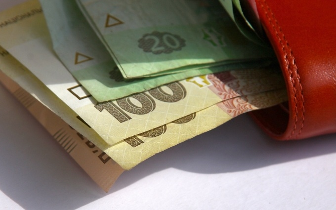 Яценюк вспомнил о бюрократии, которая мешает поднимать зарплаты