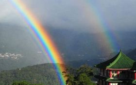 На Тайване зафиксировали рекордную четырехкратную радугу: опубликовано видео