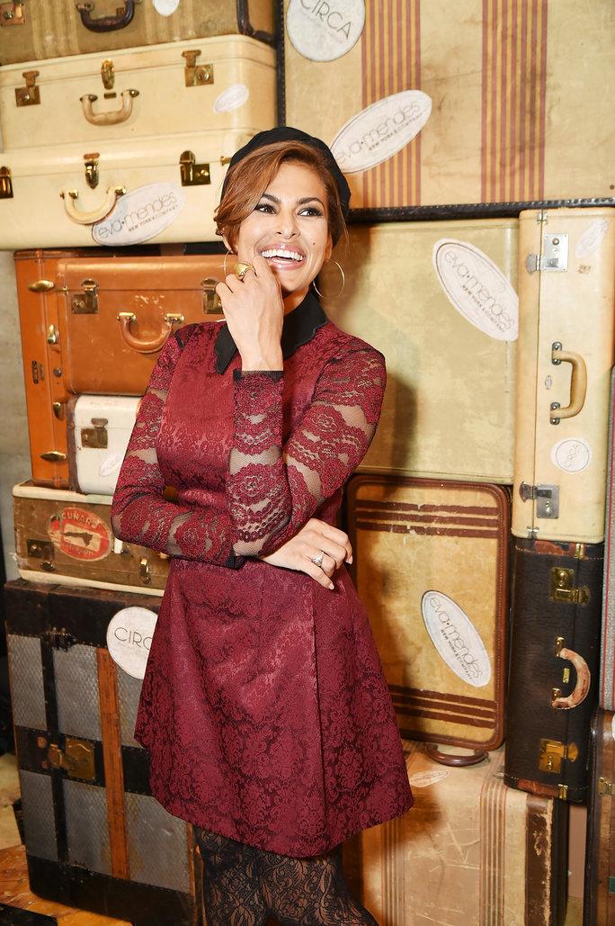 Єва Мендес в мереживній сукні похвалилася фігурою після пологів: з'явилися фото (1)