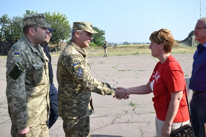 На Донбасс приехала министр из Канады: известна причина (1)