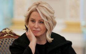 Экс-соратница Януковича снова сменила образ и развеселила сеть: появилось фото