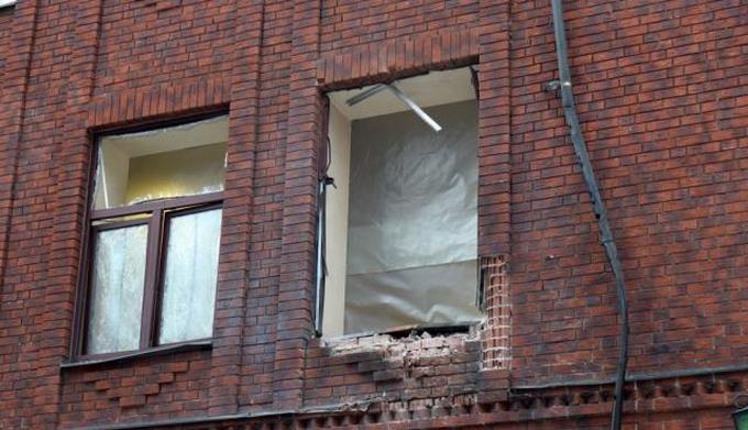 """Обстрел """"министерства"""" в Донецке: боевики опубликовали фото последствий (1)"""