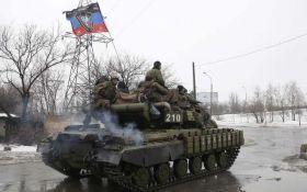 """Готуються до наступу: бойовики стягують танки і """"Гради"""" до линії розмежування"""