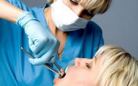 Стоматолог з Петербурга, яка видалила жінці здорові зуби, втекла від слідства