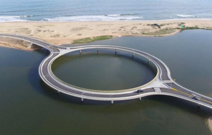 Круглый мост в Уругвае (5 фото)