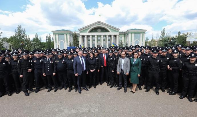 У трьох містах Донбасу з'явилася нова поліція: опубліковані фото (2)