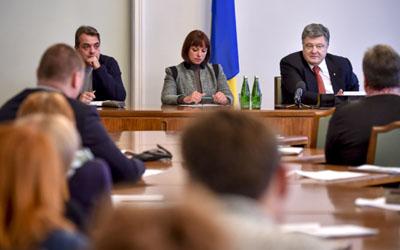 Президент взяв участь у робочій нараді волонтерів, які працюватимуть в центрах допомоги учасникам АТО