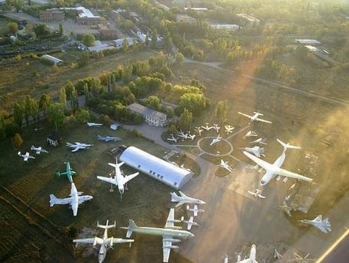 Найманці з Білорусі катаються по Донбасу на російській техніці: опубліковані фото (17)