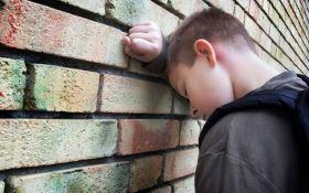 Російські школярі жорстоко б'ють хлопчика за його українське коріння: з'явилося моторошне відео