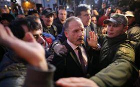 Протести у Ради в Києві: розлючений натовп напав на нардепа