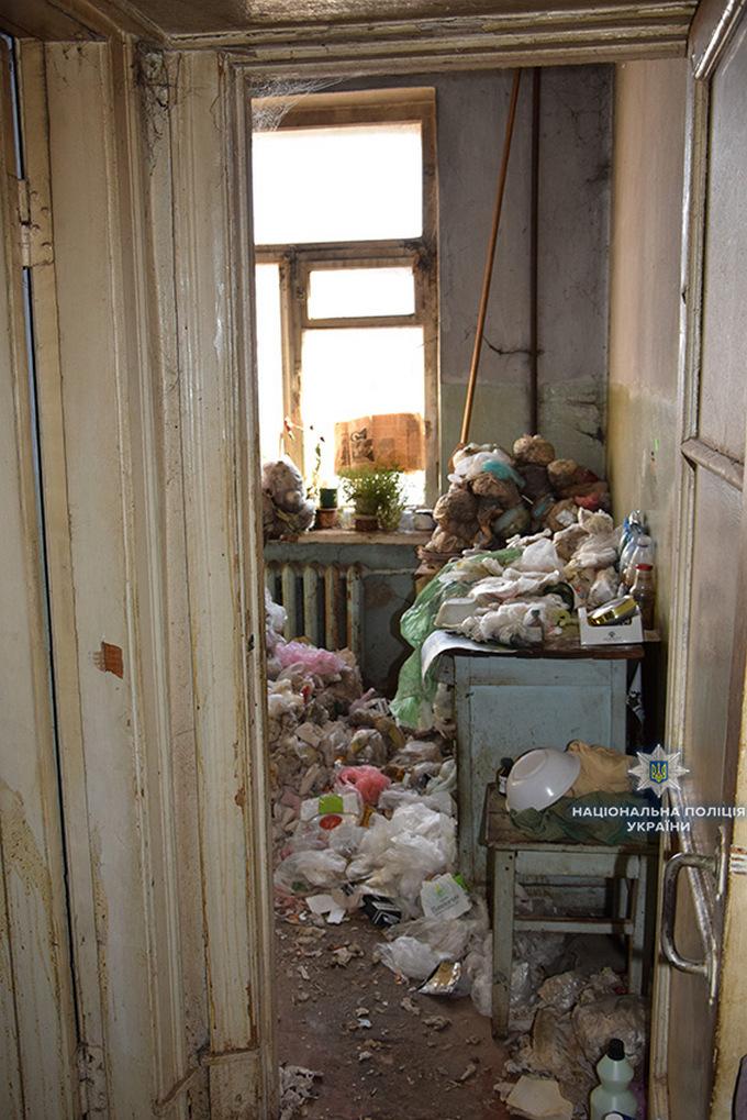 В Николаеве нашли мумию умершего 30 лет назад женщины: появились фото и видео (1)