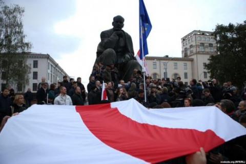 У Мінську напередодні президентських виборів опозиціонери вийшли на мітинг (4 фото) (1)