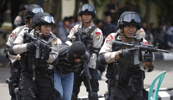 Заарештовано 12 підозрюваних у зв'язку з нападами в Джакарті